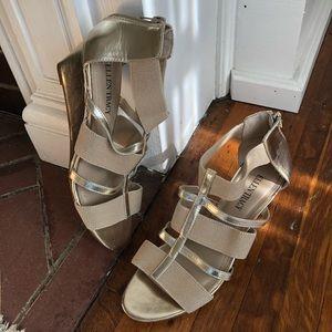 """Ellen Tracy """"Darcie"""" Gold Wedge Sandals Size 8.5"""